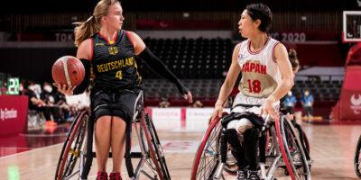 TOKYO, JAPAN 29. August - Rollstuhlbasketball, Japan gegen Deutschland Damen, an Tag 5 der Tokyo 2020 Paralympic Games am 29.08.2021 in der Ariake Arena in Tokyo Japan. Mareike Miller (#4, Deutschland), Chihiro Kitada (#18, Japan)